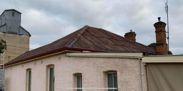 ACE Smooth Cream Fascia covers along with Heritage Red 115mm slotted Quad Gutter
