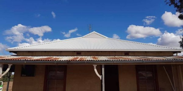 Old Farmers Cottage Reroofed in Stratco's Surfmist Colourbond with new 115mm Quad Gutters1